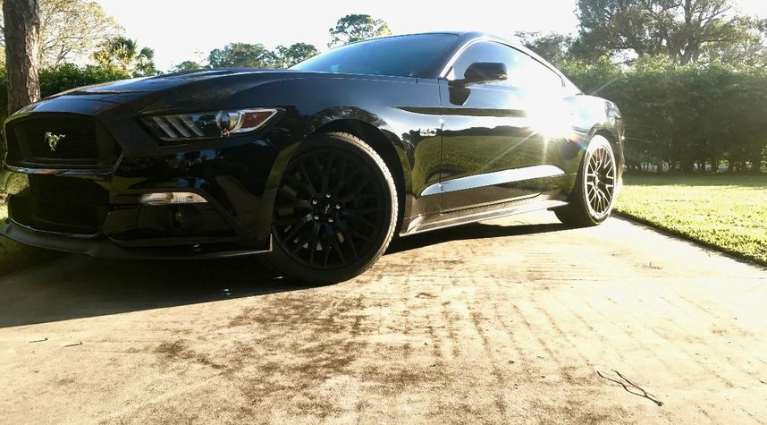Main photo of Ryan Lyes's 2017 Ford Mustang