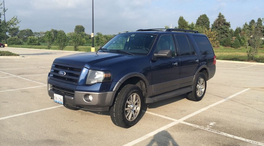 Main photo of Zach Dresser's 2011 Ford Expedition