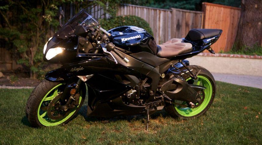 Main photo of Shishir Rao's 2009 Kawasaki ZX6r