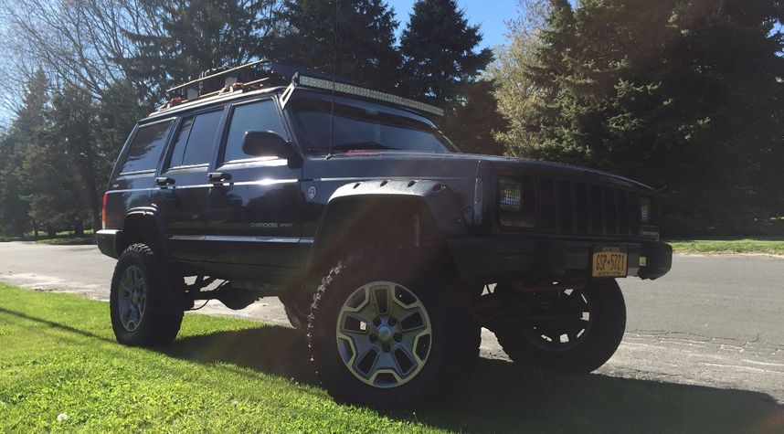 Main photo of Tommy Huber's 2001 Jeep Cherokee