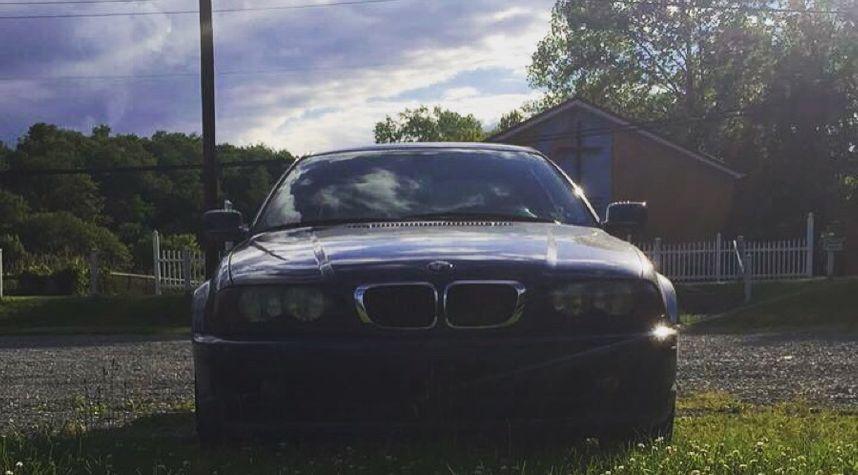 Main photo of Derek Eckman's 2000 BMW 3 Series