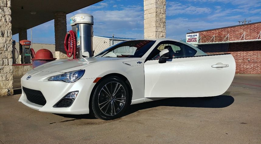 Main photo of Nick Fisher's 2015 Scion FR-S