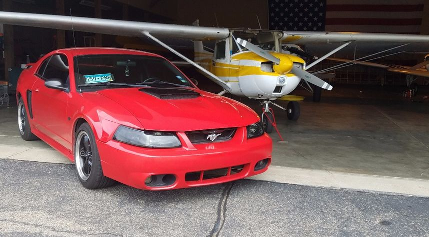 Main photo of Eliot Sund's 2002 Ford Mustang