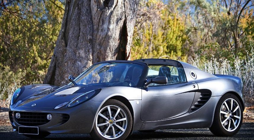 Main photo of Justin Hurst's 2002 Lotus Elise