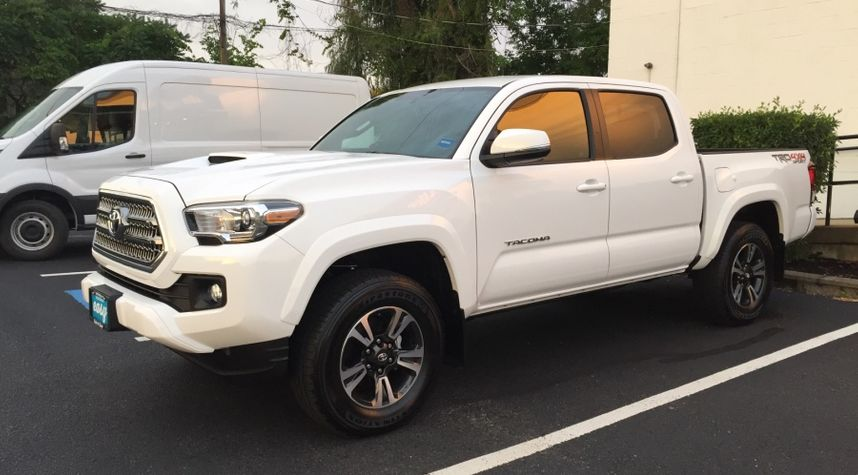 Main photo of Scott Mannes's 2016 Toyota Tacoma