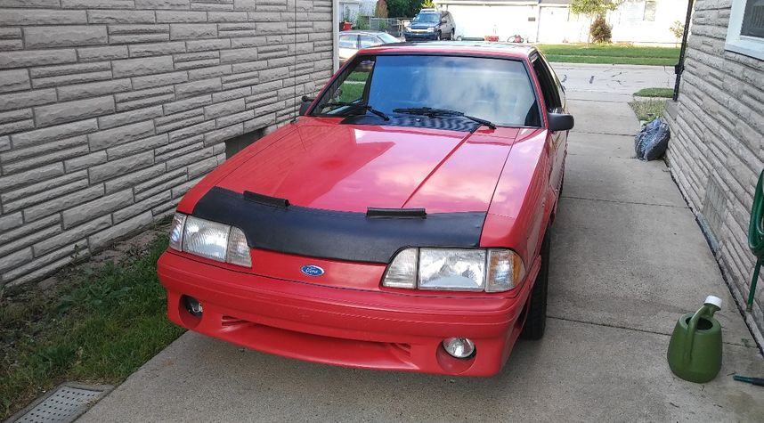 Main photo of Aaron Zieleniewski's 1990 Ford Mustang