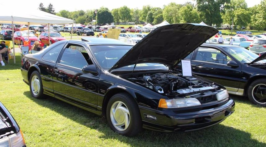 Main photo of Bryan Moore's 1990 Ford Thunderbird