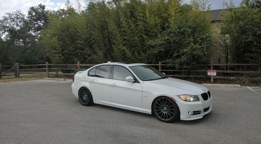 Main photo of Scott Redmond's 2011 BMW 3 Series
