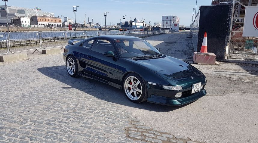 Main photo of Martin Pirozek's 1995 Toyota MR2