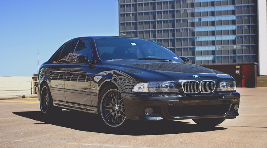 Main photo of Corwyn Raesz's 2000 BMW M5