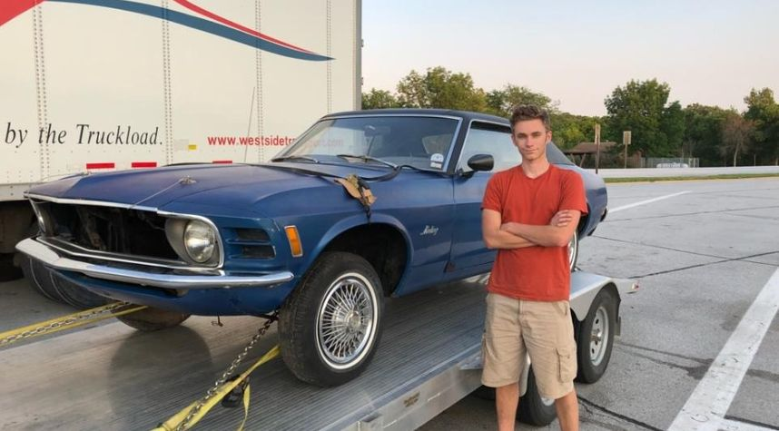 Main photo of Alex Peterson's 1970 Ford Mustang