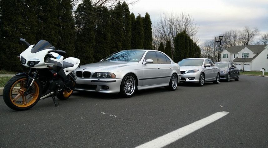 Main photo of Fraz Tanvir's 2001 BMW M5