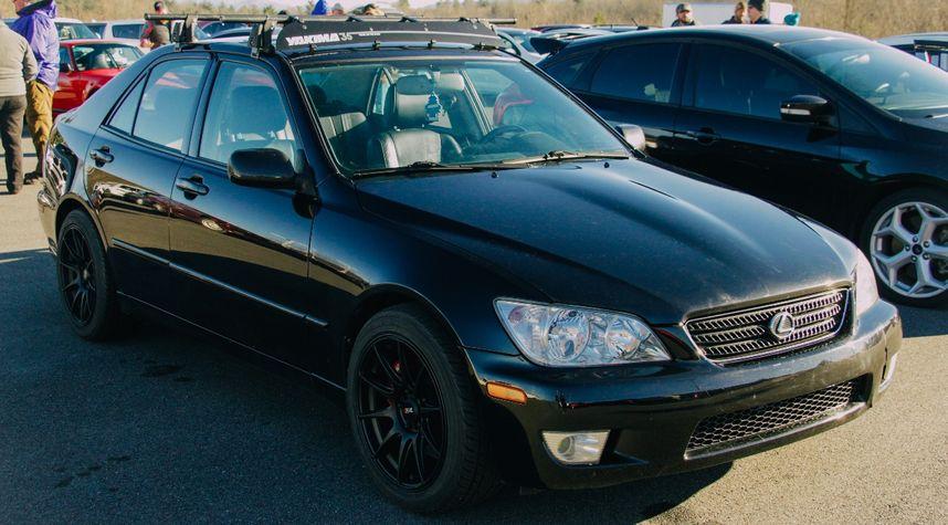 Main photo of David Teo's 2002 Lexus IS 300