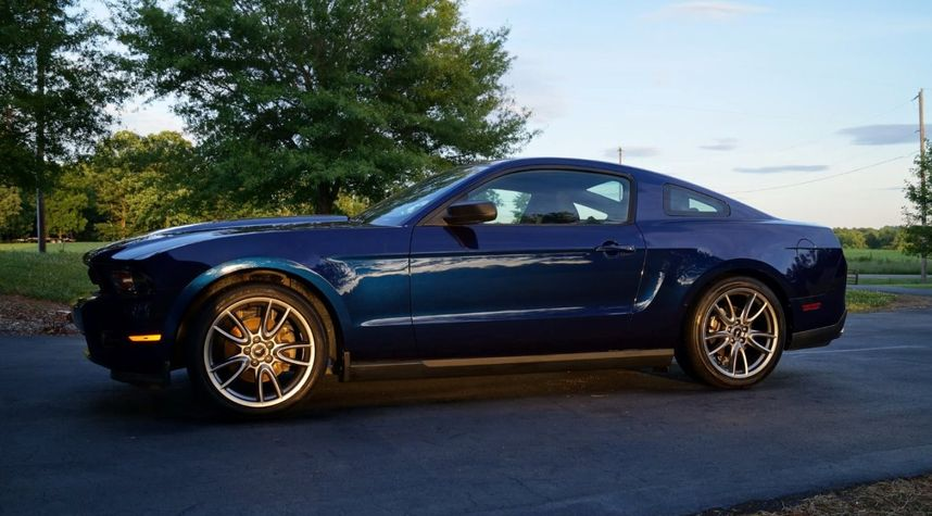 Main photo of Craig Fox's 2011 Ford Mustang