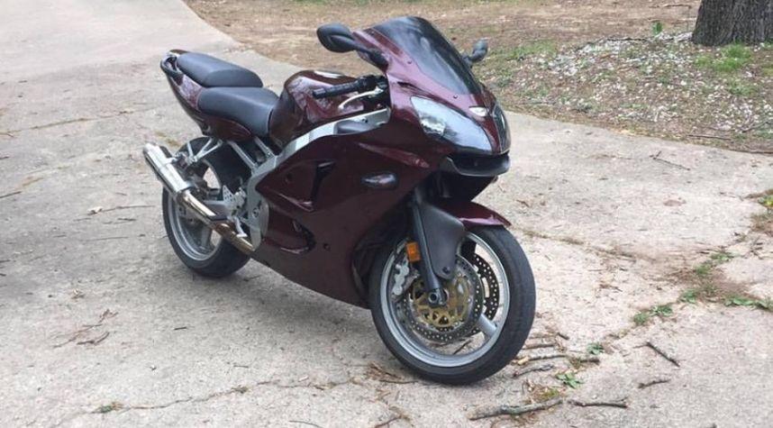 Main photo of Logan Staton's 2006 Kawasaki ZZR600
