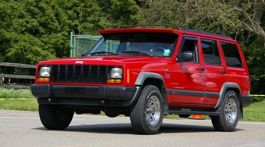 Main photo of Adam Bowman's 1997 Jeep Cherokee
