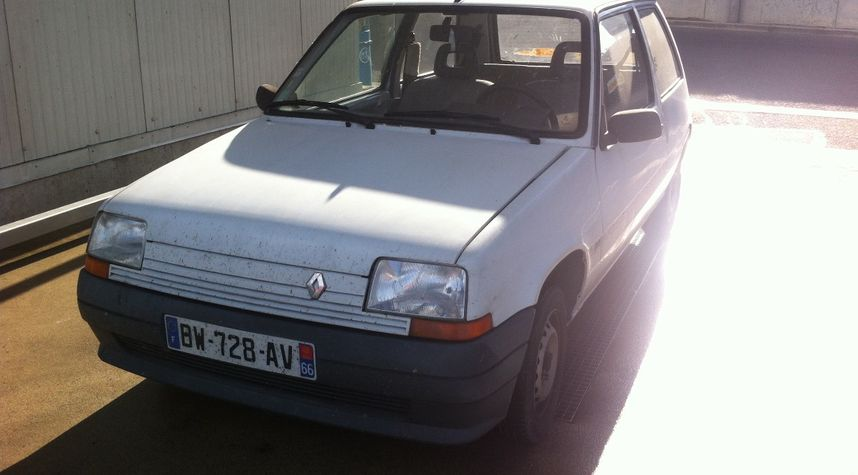 Main photo of Orion Salaün's 1993 Renault Supercinq