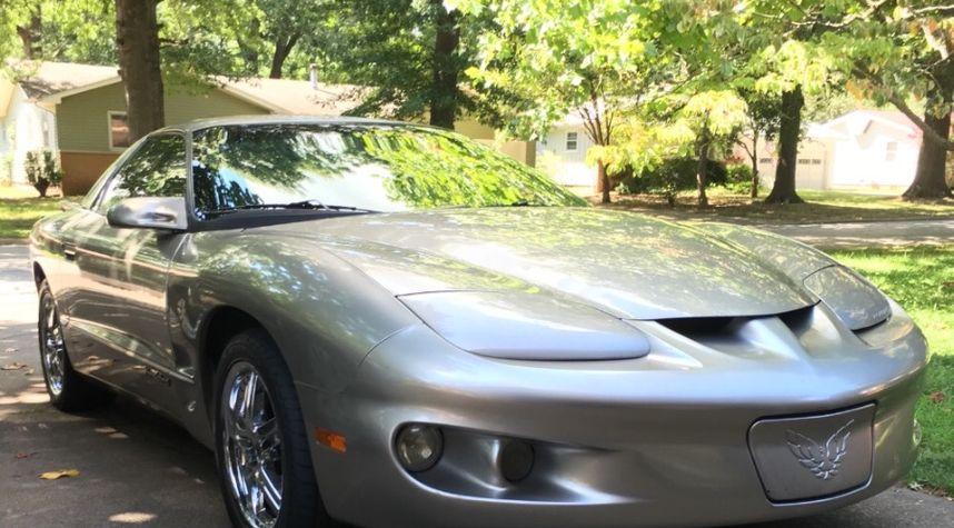 Main photo of Braden Barger's 2001 Pontiac Firebird