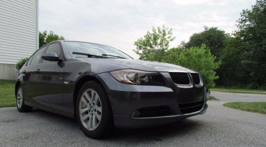Main photo of Devin Liu's 2006 BMW 3 Series