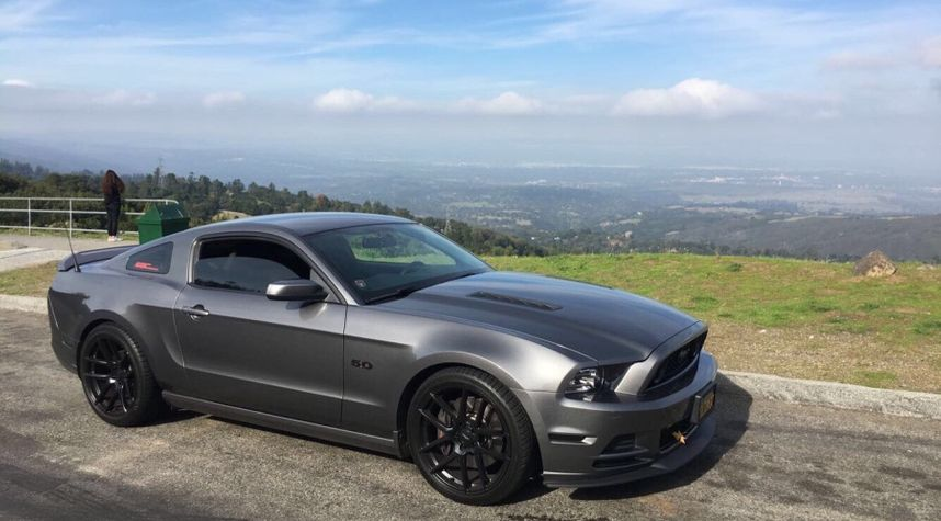 Main photo of Julian Bowden's 2014 Ford Mustang