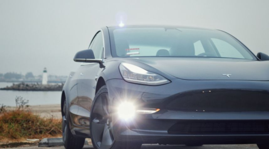 Main photo of Suwat Chaimungkla's 2018 Tesla Model 3