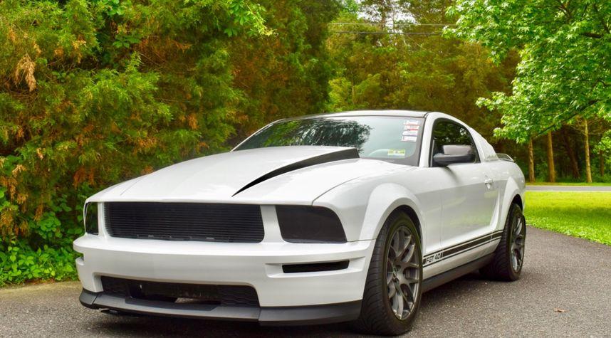 Main photo of Lauren Morrill's 2005 Ford Mustang
