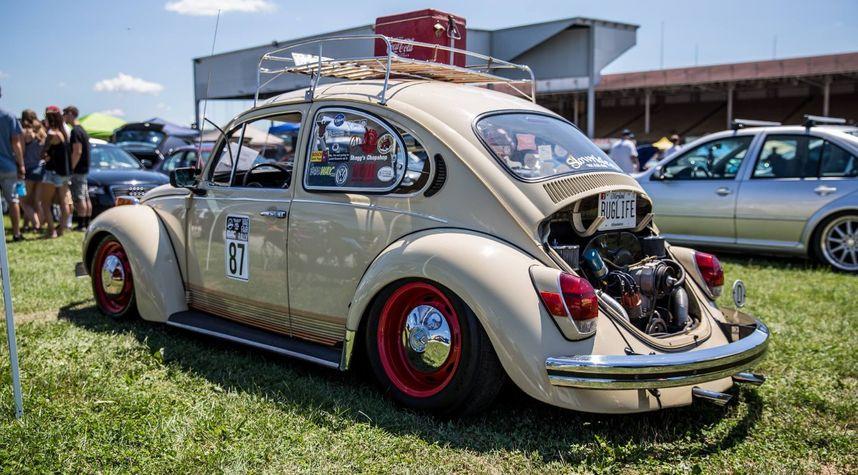 Main photo of Reese Wilson's 1971 Volkswagen Beetle (Pre-1980)