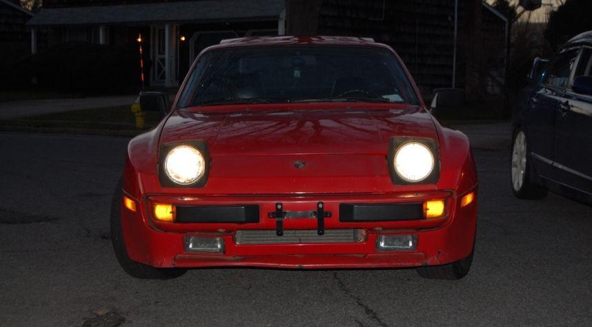 Main photo of Andrew Baichulall's 1985 Porsche 944