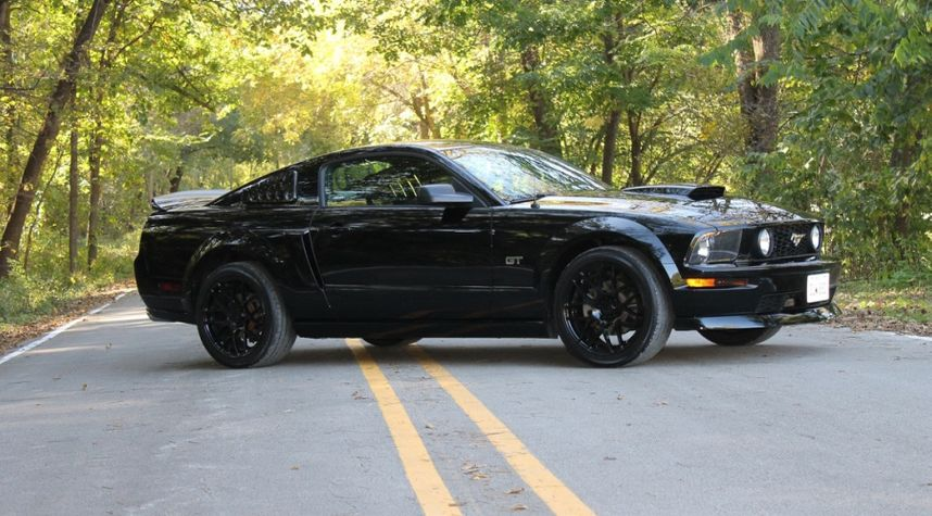 Main photo of Cade Felts's 2006 Ford Mustang