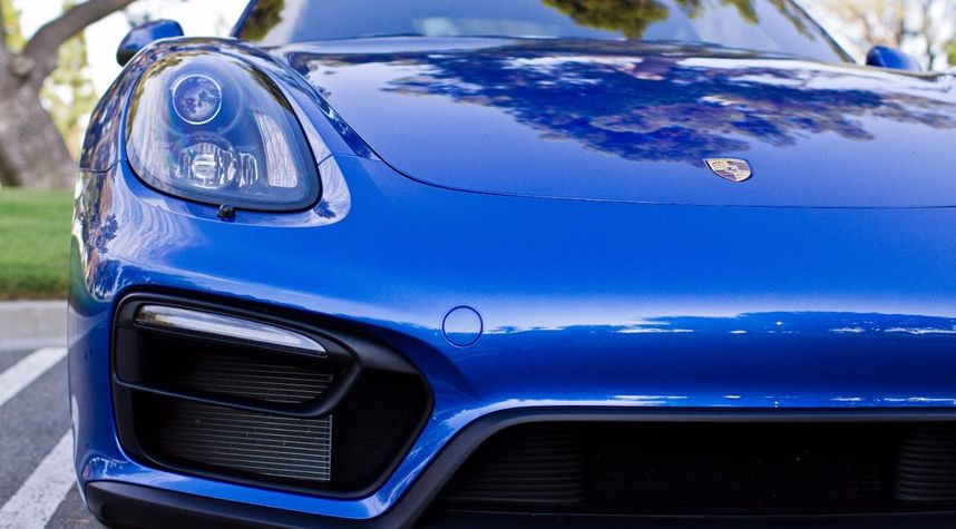 Main photo of Tommy Phan's 2015 Porsche Cayman GTS