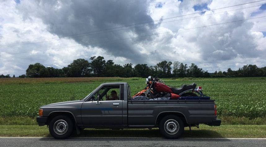 Main photo of Clayton Ashby's 1986 Toyota Pickup