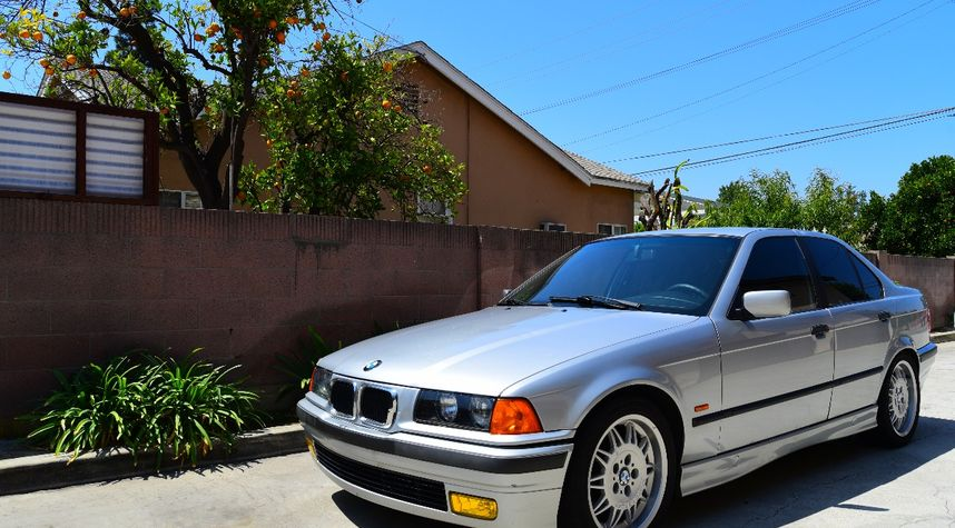 Main photo of Stephen Villagrasa's 1998 BMW 318i