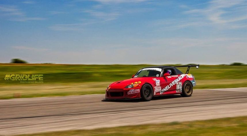 Main photo of Devin Giles's 2000 Honda S2000