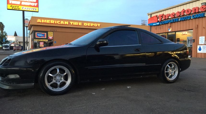 Main photo of Diego Valencia's 1997 Acura Integra