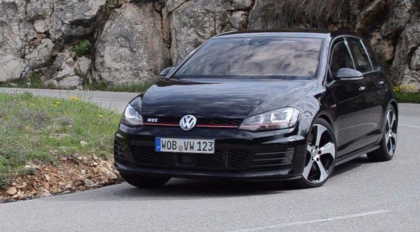 Main photo of Jun Liao's 2015 Volkswagen GTI