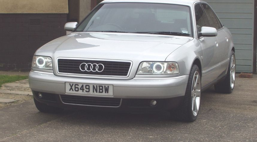 Main photo of Ryan Walker's 2000 Audi A8