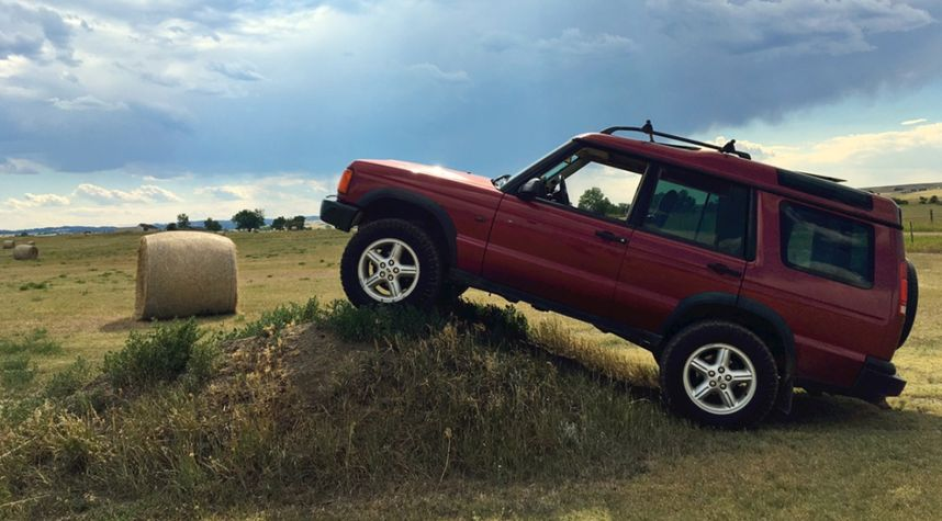 Main photo of Lance Sutter's 2000 Land Rover Discovery Series II