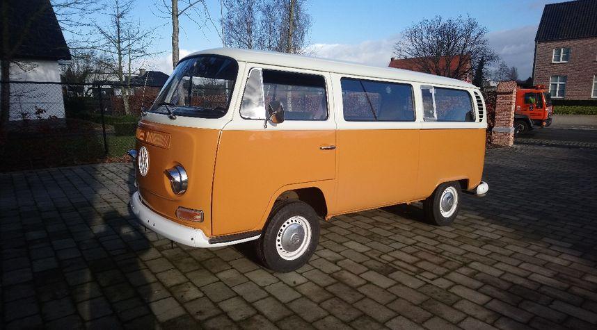 Main photo of Tom De Vos's 1971 Volkswagen Microbus