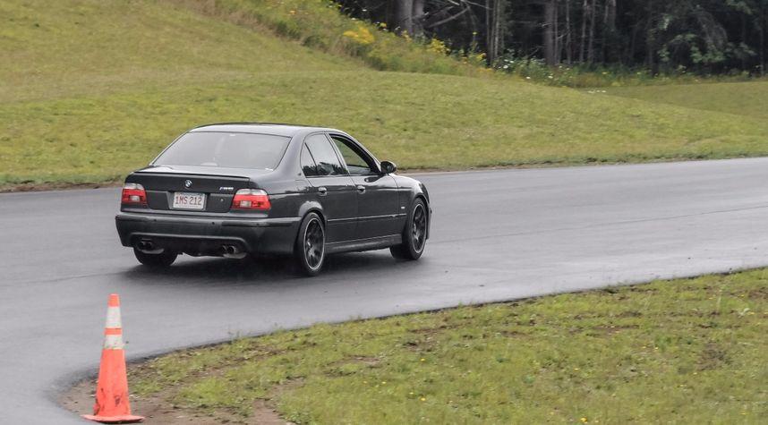 Main photo of Kevin Zhu's 2001 BMW M5