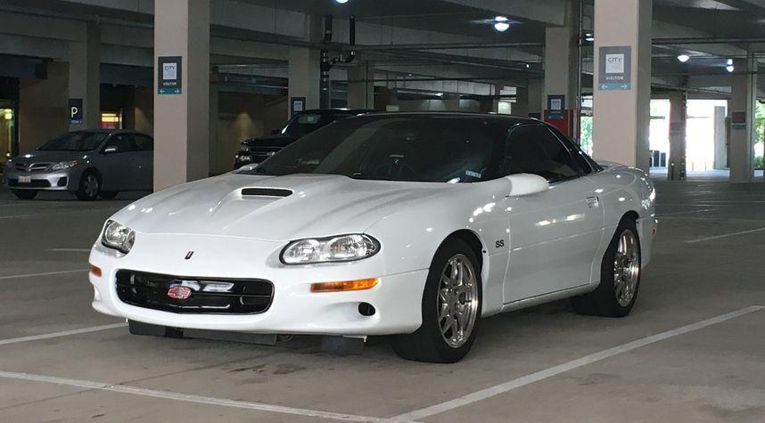 Main photo of Daniel Martin's 2001 Chevrolet Camaro