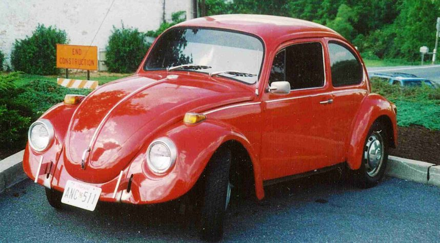 Main photo of Matt Nelson's 1973 Volkswagen Beetle (Pre-1980)