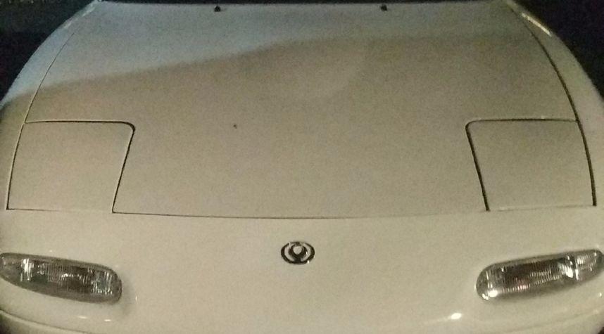 Main photo of Camilo Huertas's 1995 Mazda MX-5 Miata