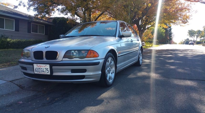 Main photo of Samuel Balzer's 2001 BMW 3 Series