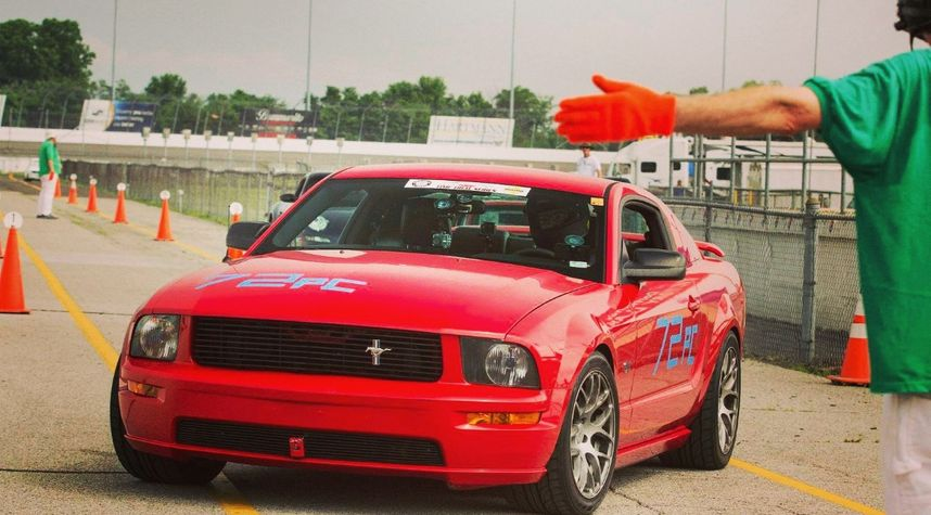 Main photo of Tom Eaton's 2005 Ford Mustang