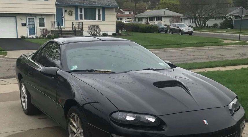 Main photo of Devante Wright's 2000 Chevrolet Camaro