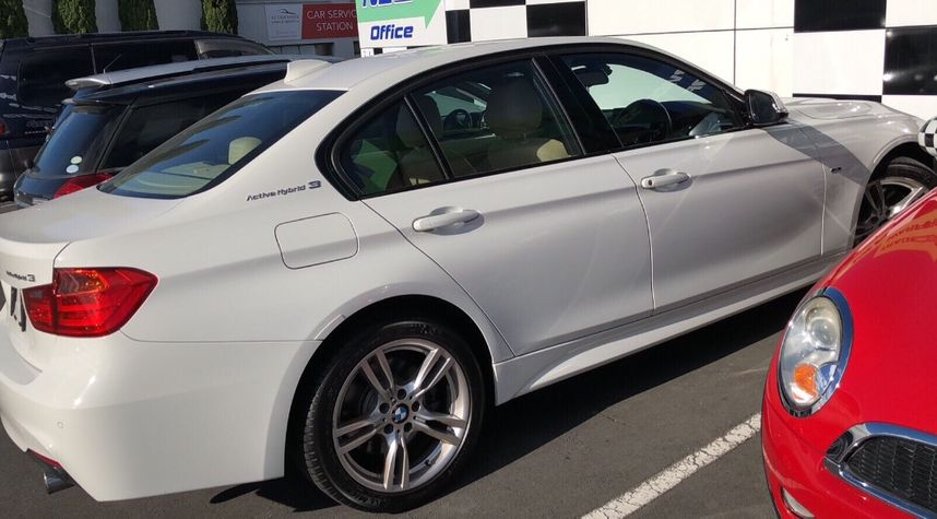 Main photo of Alex Lu's 2013 BMW 3 Series