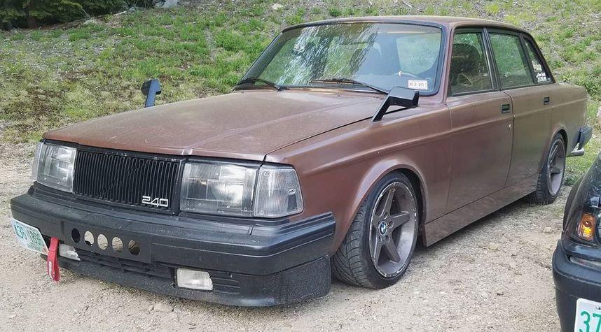 Main photo of Cameron Barry's 1990 Volvo 240