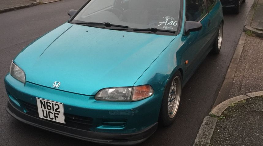 Main photo of Alex Young's 1995 Honda Civic