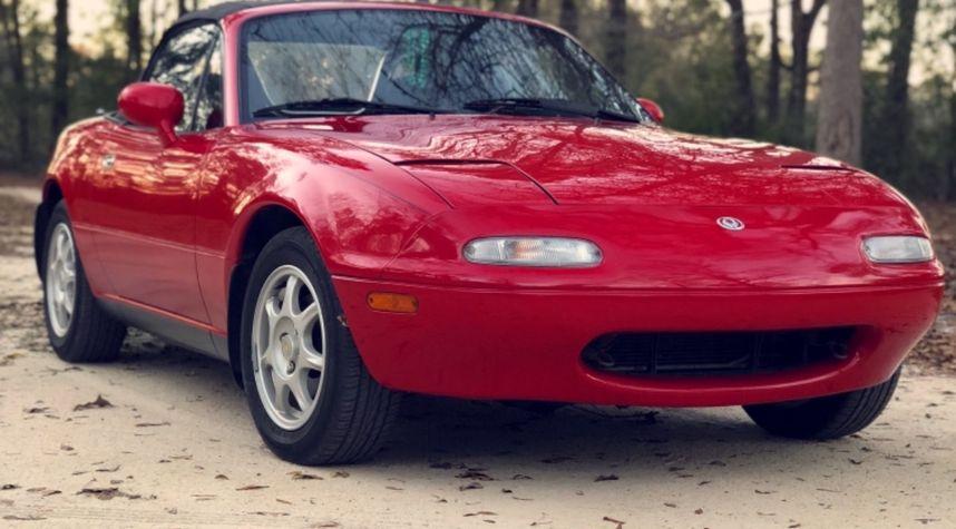 Main photo of Brandon Lewis's 1995 Mazda MX-5 Miata