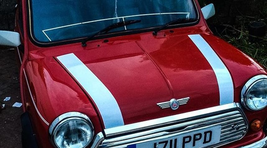 Main photo of Pete Griffin's 1991 Rover Mini